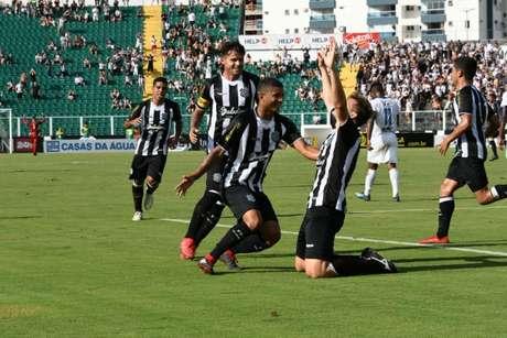 Denis pegou um pênalti na partida e Rubens marcou o segundo do time alvinegro (Hermes Bezerra)