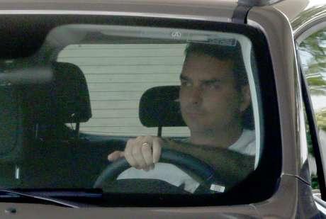 Flávio Bolsonaro (PSL-RJ) é fotografado deixando o Palácio da Alvorada, após visita ao pai, o presidente Jair Bolsonaro.