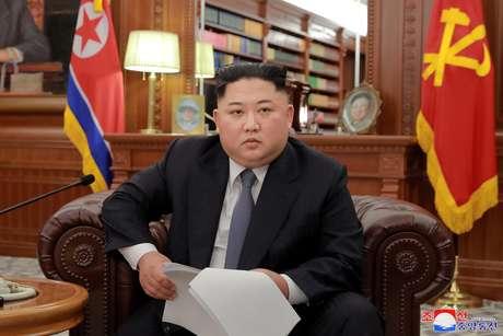 Líder da Coreia do Norte, Kim Jong Un, posa para fotos em Pyongyang 01/01/2019 KCNA/via REUTERS