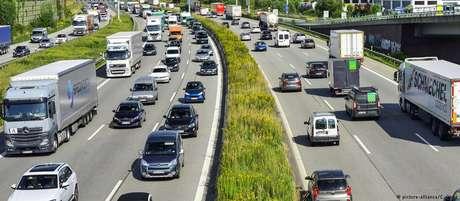 Uma parte da malha de autoestradas da Alemanha não tem limite de velocidade definido
