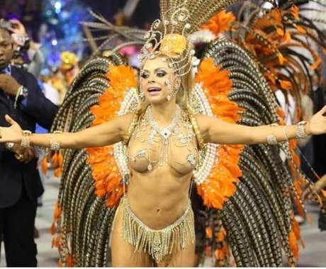 """Jéssica Lopes também é conhecida como a """"Peladona de Congonhas"""""""