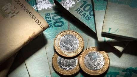 O salário mínimo, fixado em R$ 998 para 2019, é o piso dos pagamentos da Previdência
