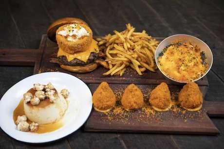 Pratos feitos com produtos da linha Cheetos que estarão disponíveis para venda na Casa Cheetos em São Paulo.