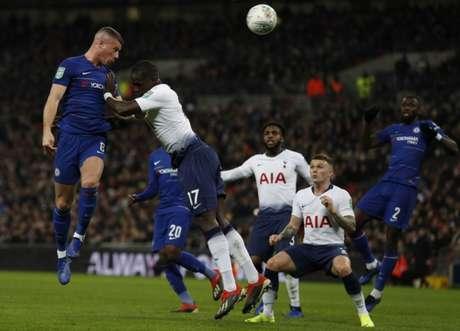 No jogo de ida, Kane marcou de pênalti e garantiu vantagem dos Spurs (Foto: AFP)