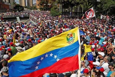 Protestos contra Maduro tomam as ruas na Venezuela