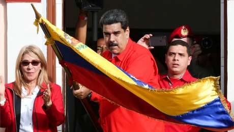 Em abril de 2017, Maduro anunciou a saída 'imediata' da Venezuela da OEA após a organização convocar uma reunião para discutir a situação humanitária do país
