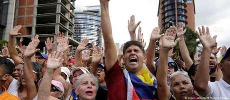 Venezuelanos voltam às ruas contra o governo Maduro: mudança de climaque poucos esperavam