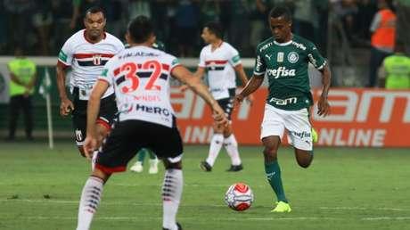 Carlos Eduardo entrou no segundo tempo da vitória por 1 a 0 sobre o Botafogo-SP (Foto: Ricardo Moreira/Fotoarena)