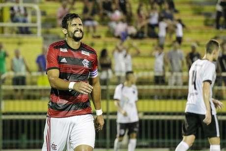 Henrique Dourado, do Flamengo, na partida contra o Resende, válida pela 2ª rodada da Taça Guanabara, no Estádio Municipal General Raulino de Oliveira, em Volta Redonda, nesta quarta-feira (23).