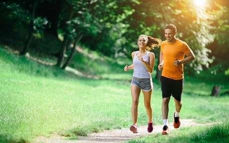 Casal, fitness, correndo