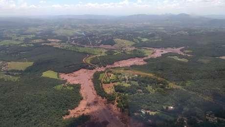 A área atingida pelos rejeitos, em imagem feita pelo Corpo de Bombeiros de Minas