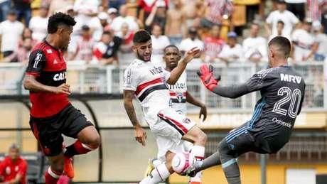 Liziero disputa jogada na final da Copinha de 2018 (Foto: Marco Galvão/Fotoarena/Lancepress!)