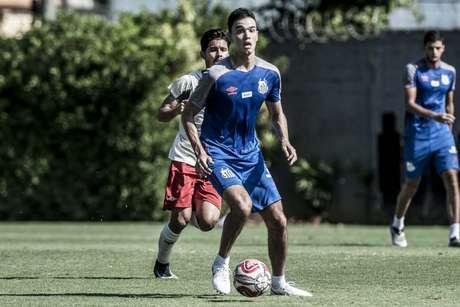 Felipe Aguilar é opção de Sampaoli para o SanSão deste domingo, no Pacaembu (Foto: Ivan Storti/Santos)