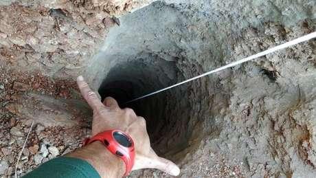 A abertura no chão na qual Julen caiu tinha 25cm de diâmetro