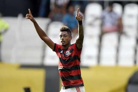No primeiro clássico carioca da temporada, o Flamengo venceu por 2 a1 o Botafogo, neste sábado, no Nilton Santos