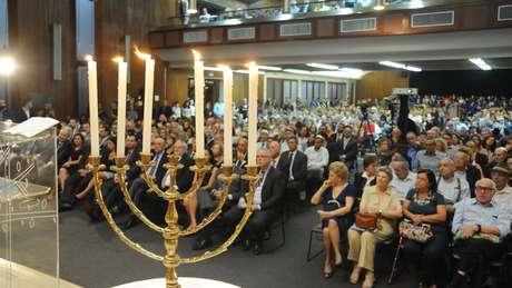 Sobreviventes radicados no Brasil participam de solenidade em homenagem às vítimas do Holocausto em 2018