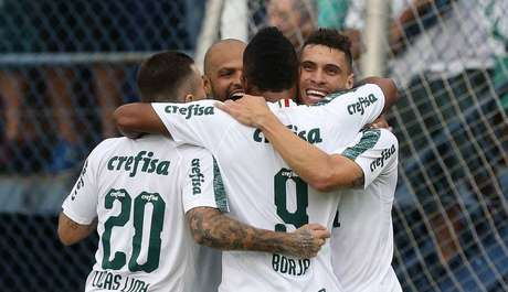 Jogadores do Palmeiras comemoram o gol de Borja.