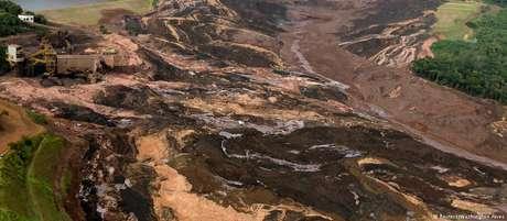 Rompimento da barragem ocorreu no início da tarde de sexta-feira na Mina Córrego do Feijão