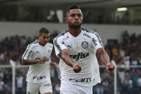 O colombiano Miguel Borja, jogador do Palmeiras, comemora seu gol durante partida contra o São Caetano