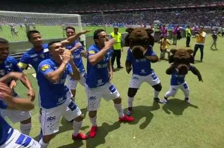 Fred dança música inspirada em vídeo viral de Egídio após marcar em clássico contra o Atlético-MG (Foto: Reprodução/TV)