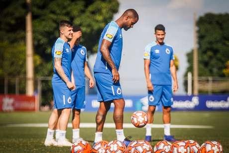 Dedé explicou sobre o lance do pênalti e ainda pediu desculpas para Chará- vinnicius Silva/Cruzeiro