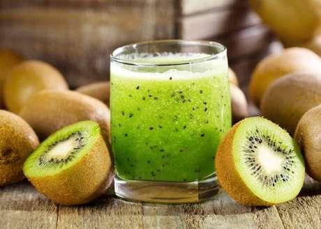 Use o suco do kiwi como um aliado da dieta