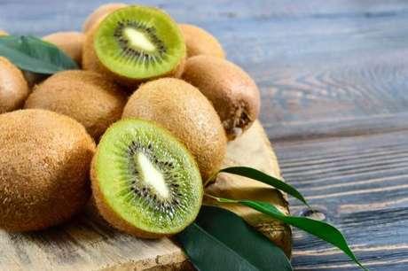 Conheça os benefícios do kiwi