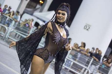 Fernanda Lacerda, a Mendigata, destaque no ensaio da Gaviões