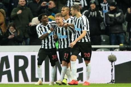 Newcastle vence o Manchester City por 2 a 1, de virada (Foto: LINDSEY PARNABY / AFP)