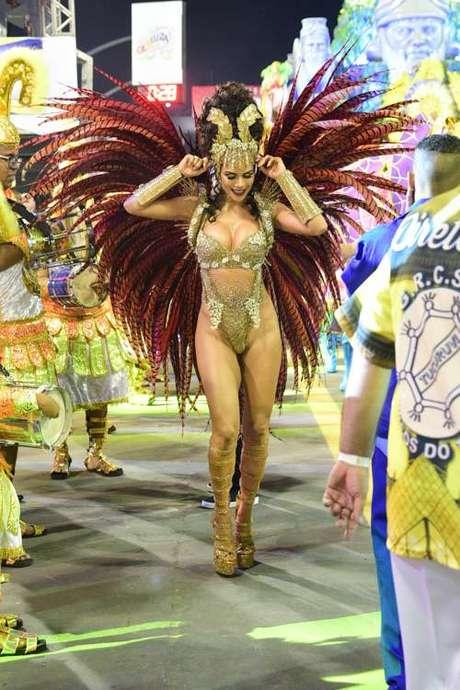 Daniela Albuquerque esteve à frente da bateria da Acadêmicos do Tucuruvi