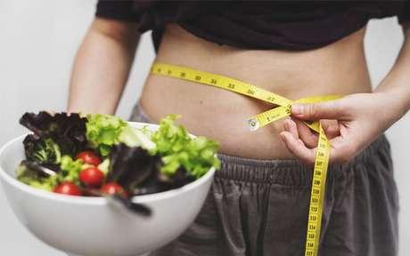 Inchaço abdominal: causas, sintomas e como fugir dele