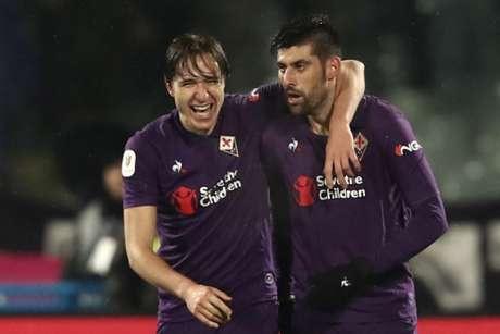 Benassi e Chieva comemoram um dos gols do massacre da Fiorentina (Foto: Isabella Bonotto / AFP)