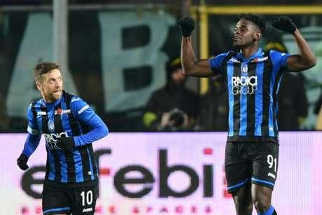 Zapata (direita) foi o grande nome da partida (Foto: Miguel Medina / AFP)
