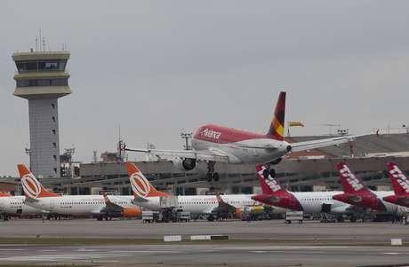 Aeronave da Avianca no Aeroporto de Congonhas, na zona sul de São Paulo