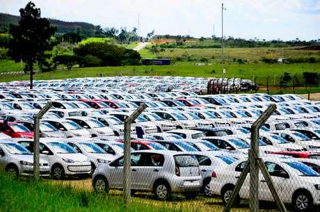 Vista do pátio da Volkswagen em Taubaté (SP) - (06/01/2015)