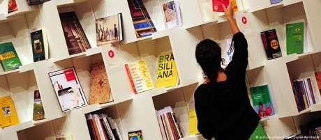 Desde 2012, o número de lojas no Brasil caiu de 3.481 para 2.500 - bem abaixo do que a Unesco recomenda