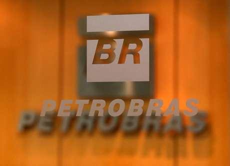 Logo da Petrobras em escritório