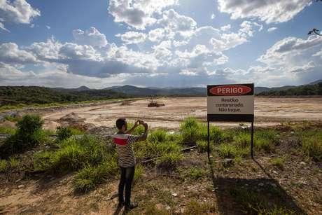 Represa abandonada em Rio Acima preocupa moradores