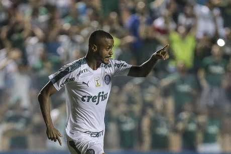 Felipe Pires, do Palmeiras, comemora o seu gol durante partida contra o Oeste válida pela 4ª rodada do Campeonato Paulista 2019, na Arena Barueri, em Barueri, na Grande São Paulo, na noite desta quarta-feira (30).