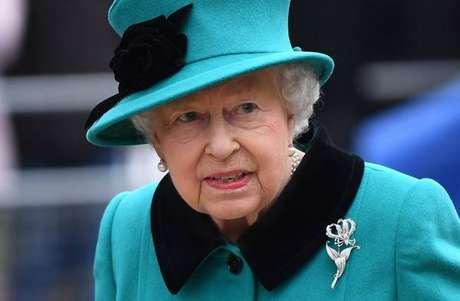 Elizabeth II assinou mensagem em nome dela e do príncipe Philip