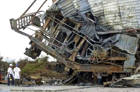 A plataforma de lançamento virou uma pilha de metal retorcido
