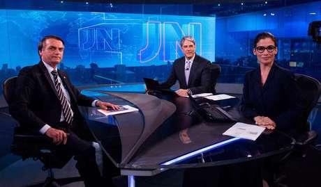 Jair Bolsonaro na bancada do JN, com Bonner e Renata: quinta maior mobilização no Twitter em 2018