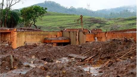 Uma escola de Bento Rodrigues, distrito de Mariana, ficou totalmente destruída pela lama - 19 pessoas morreram na tragédia