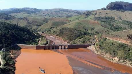 Rejeitos da barragem percorreram mais de 600 km e chegaram ao mar, poluindo o rio Doce pelo caminho