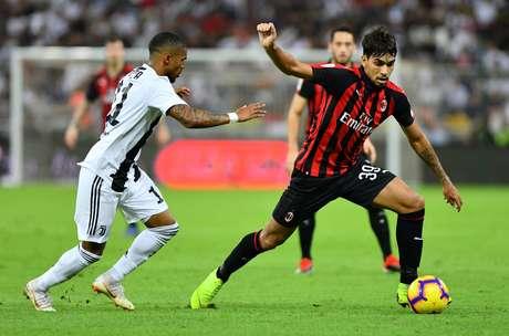 Lucas Paquetá em campo pelo Milan