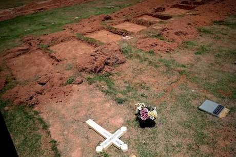 Missa e chuva de pétalas homenageiam vítimas de Brumadinho