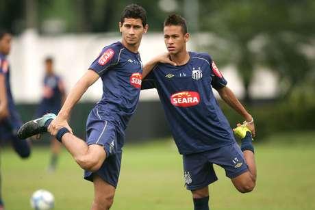 Paulo Henrique Ganso e Neymar durante treinamento do Santos em 2010 (24/07/2010)