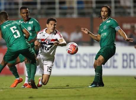 Hernanes, do São Paulo, durante partida contra o Guarani, válida pela 04ª rodada do Campeonato Paulista 2019, no Estádio do Pacaembu, na capital paulista, na noite desta quinta feria (31).