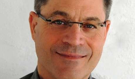 Motti Lerner: autor insere elementos da cultura judaica em peças e roteiros para TV e cinema