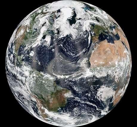 A poeira do Saara é basicamente rocha triturada, muito fina e está composta por diferentes elementos químicos